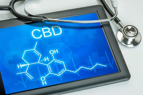 英国初!健康保険適用で医療大麻を処方された少年